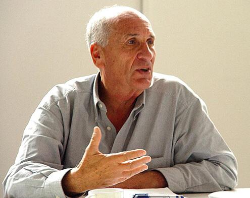 פרופ' אדם מזור הוא חתן פרס ישראל באדריכלות ועיצוב
